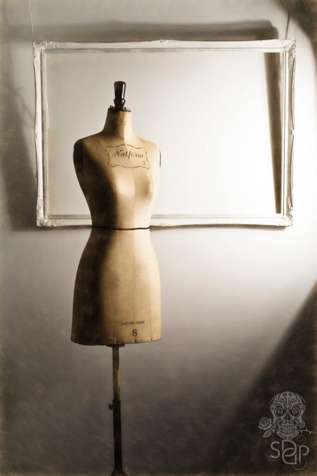 mannequin-framed